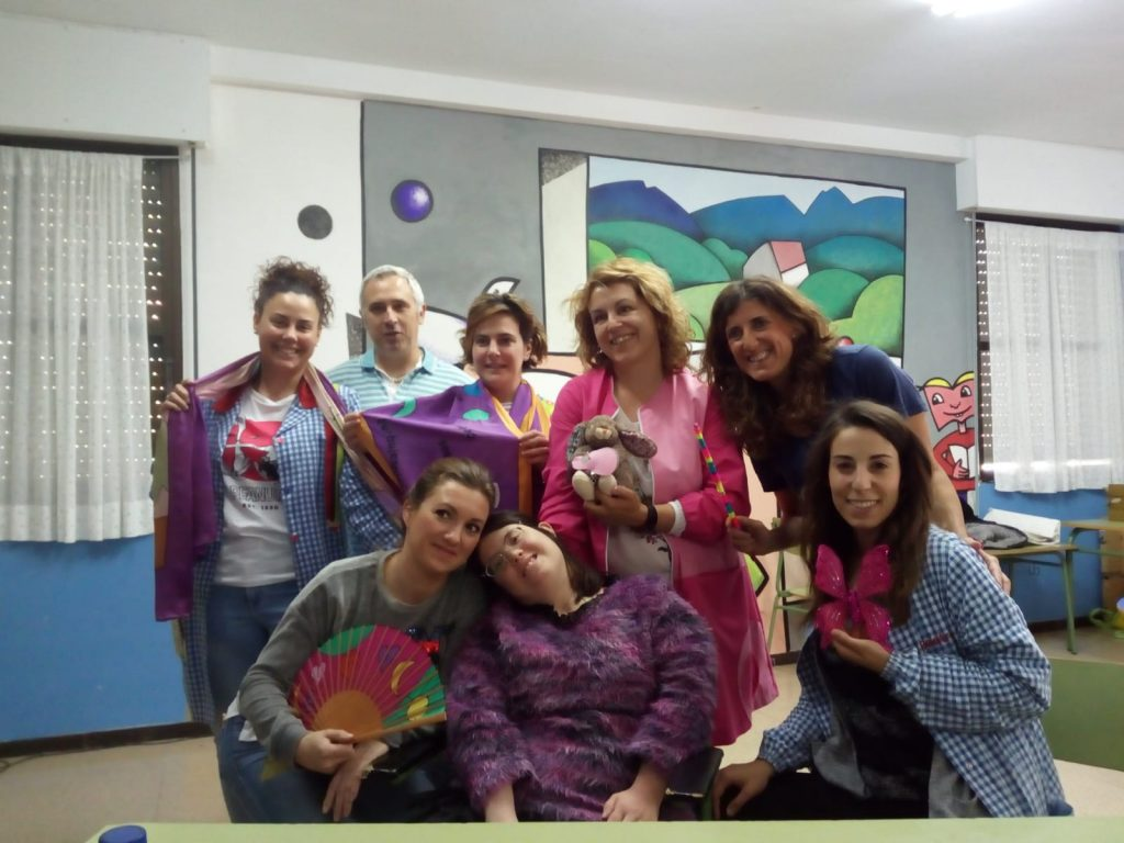lady isabel con el equipo de profesores del CRA BABIA