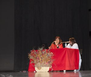 INCLUSIÓN Y MODA EN EL FRANCO.-Esther con Lady Isabel contando Camino de Luz